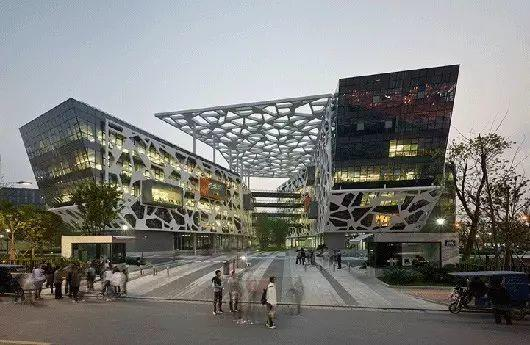 中外巨无霸IT企业总部大楼比拼,苹果第一,谷歌第二,第三是谁?